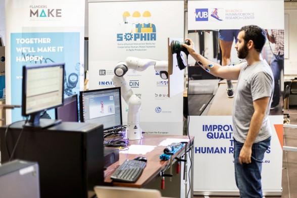 Robots om rugklachten te verhinderen: nieuw EU project Sophia van start